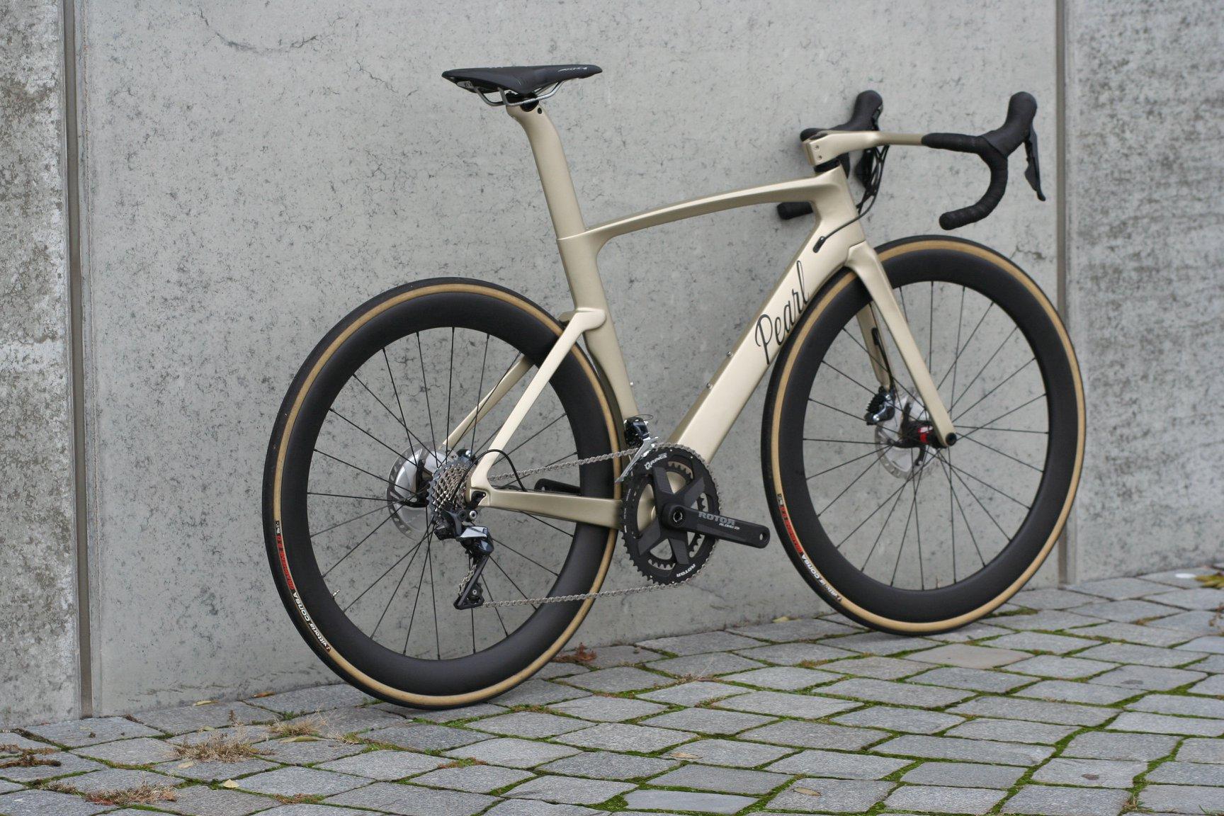 Custom Dice Aero in Matt Gold mit Wishbone Lenker. Gewicht 7,5kg